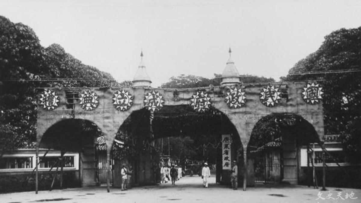 在广州越华路举办国民政府成立典礼,政府于1926年12月迁往武汉。