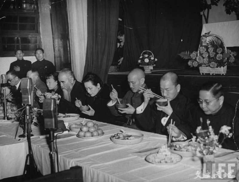 抗战期间重庆国民政府人员用餐情景