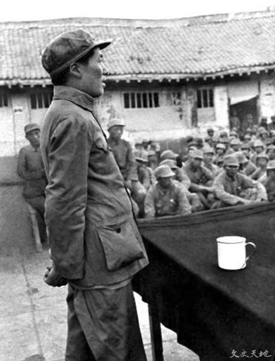 毛泽东为抗日军政大学学员授课